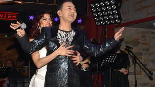 Serdar Ortaç sahnede aşkını ilan etti !