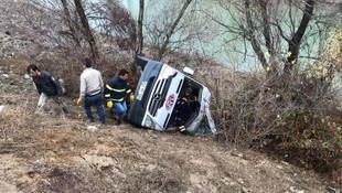 Kadın hentbol takımını taşıyan minibüs kaza yaptı: 1 ölü, 15 yaralı