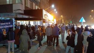Depremlerin ardından vatandaş sokağa döküldü