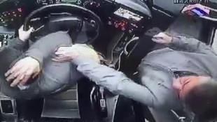 Otobüs şoförüne yumruklu saldırı kamerada