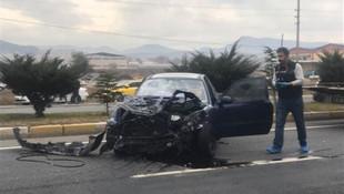 Otomobil durakta bekleyenlere çarptı: 3 ölü