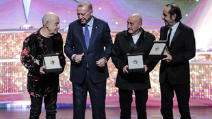 Erdoğan'dan ödül alan Mazhar Alanson'un sözleri olay oldu