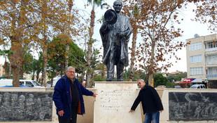 Atatürk Anıtı'na çirkin saldırı !