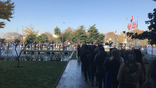 İBB önünde metrelerce ''işsizlik'' kuyruğu