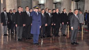 Beşiktaş Başkanı Çebi ve yönetimi Anıtkabir'i ziyaret etti