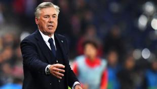 Everton'da Cenk Tosun'un yeni hocası Ancelotti oldu