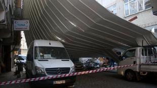 İstanbul'da kuvvetli lodos ! Deniz ulaşımı aksadı, fırtına çatıyı uçurdu
