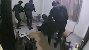 Jandarma balkondan girdi, uykuda yakaladı !