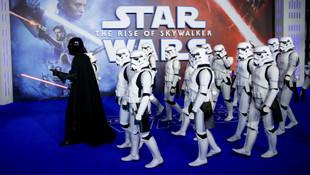 Bu da Star Wars cinneti! Sinema salonunda yumruklar konuştu