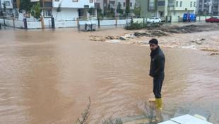 Kar, sağanak ve fırtına Akdeniz'i vurdu !