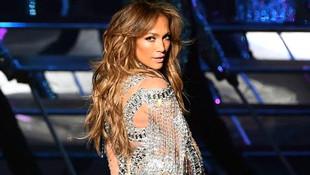 Jennifer Lopez kusursuz fiziğiyle hayran bıraktı