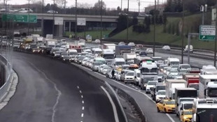 TEM Otoyolu'nda intihar girişimi ! Yol trafiğe kapandı...