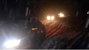Kar yağışı hayatı felç etti ! 24 saattir elektrik verilemiyor
