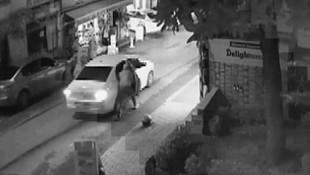 Fatih'te dehşet ! Turist baba ve çocuğunu yerde sürüklediler