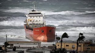 Türk şirketine ait gemi İsrail'de karaya oturdu