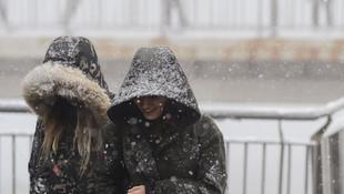 İstanbul'da sabaha karşı lapa lapa kar şaşkınlığı!