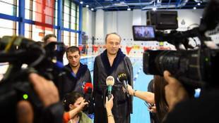 Turan Hançerli, engelli şampiyonlarla yüzdü