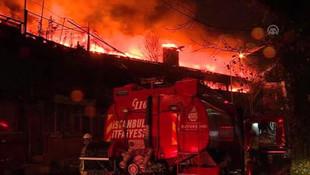İstanbul'da korkutan yangın! 2 fabrika kül oldu