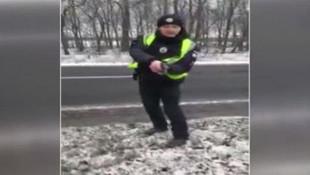Ukrayna polisi TIR şoförüne silah çekti: Türklerden para istiyorlar