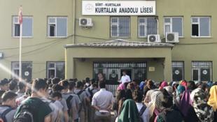 Etek boyu ölçen okul müdürü açığa alındı