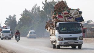İdlib'den kaçan 25 bin Suriyeli Türkiye sınırına geldi
