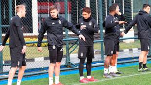 Kagawa Beşiktaş'taki ilk antrenmanına çıktı