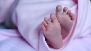 Yeni doğan bebeği çuvala koyup attılar !