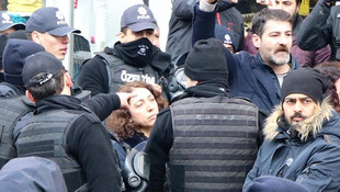 HDP'li kadın vekil polisin kolunu ısırdı