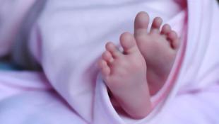 Bebeğe öz annesinden çamaşır sulu işkence