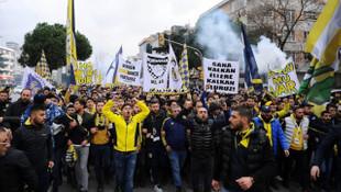 Fenerbahçe taraftarı yürüyüş düzenleyerek TFF'yi protesto etti