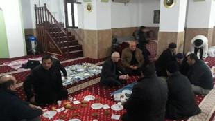 AK Partili belediye başkanından camide seçim çalışması