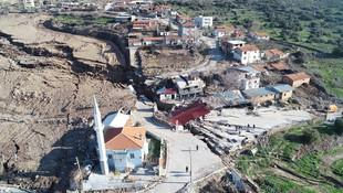 İzmir'de şoke eden görüntüler ! Adeta ikiye bölündü...