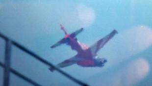 Akrobasi gösterisi yapan 2 jet çarpıştı