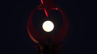 ''Süper Ay'' Türkiye'den böyle gözlendi