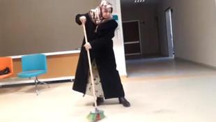 Muayene için geldiği hastane temizlik yaptı