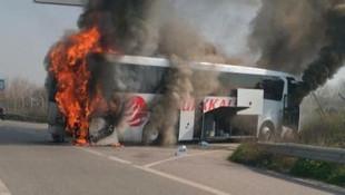 Yolcular ölümden döndü ! Otobüs alev alev yandı