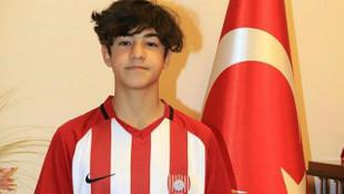 Fenerbahçe, 14 yaşındaki Efekan Karayazı'yı transfer etti!