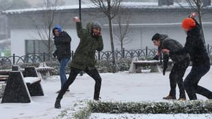 Eğitime kar engeli ! İstanbul'da okullar tatil edildi