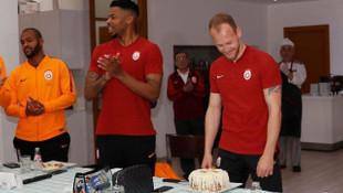 Galatasaray'da 28 yaşına giren Semih Kaya'nın doğum günü kutlandı