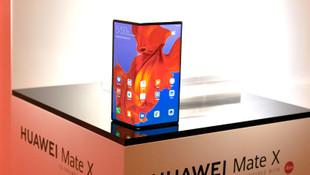 Samsung şokta! Hueawei de katlanabilir telefonunu tanıttı