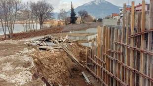 Camisiz göl olur mu ? Önce otel şimdi de cami inşaatı