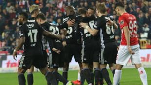 Adriano: Beşiktaş'la sözleşmemi uzatmak isterim