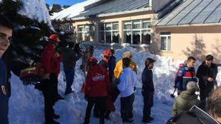 Uludağ'da facia: Çatıdaki kar tatilcilerin üstüne düştü, yaralılar var!