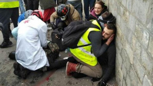Paris sokakları yine karıştı ! Eylemcinin kolu koptu