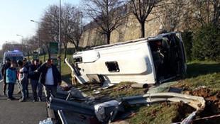 İstanbul'da işçi servisi devrildi: Yaralılar var