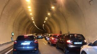 İstanbul'da zarf için tünel kapatan sürücü pes dedirtti