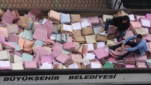 Binlerce mahkeme dosyası kamyona yüklendi