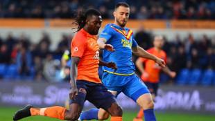 Adebayor hakkında flaş açıklama: Sezon sonunda Beşiktaş ya da Fenerbahçe'ye gidecek