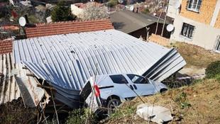 Evlerinin çatısına dördüncü kez otomobil düştü