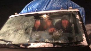 Kars'ta, tipi nedeniyle araçlarında mahsur kalanlar kurtarıldı
